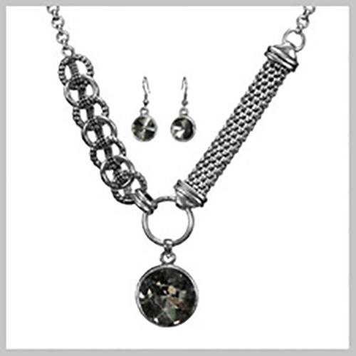 Black-Diamond-Round-Neck-Set